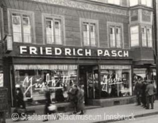 Innsbruck-Municipal-Archives_Maria-Theresien-Strasse_Pasch_Friedrich